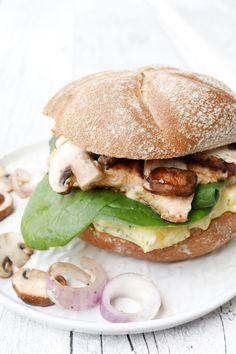 Weight Watchers Rezept - Lachs-Ananas-Burger mit Champignons Pizza Burgers, Salmon Burgers, Diet Recipes, Healthy Recipes, Low Carb, Vegetarian, Fish, Vegan, Chicken
