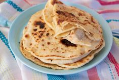 Lipie Naan Naan, Delicious Desserts, Panna Cotta, Deserts, Curry, Sweets, Ethnic Recipes, Food, Romanian Recipes