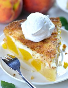 Peaches and Cream Pie is delicious, refreshing summertime dessert. This easy recipe calls for canned peaches, so you can enjoy it any time. Dessert Simple, Peach Custard Pies, Peach Blueberry Pie, Pie Recipes, Dessert Recipes, Dessert Food, Mini Peach Pies, Nutella, Graham