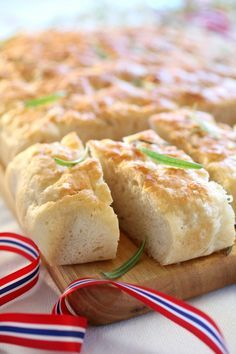 Pastry Recipes, Hot Dog Buns, Tapas, Food And Drink, Scones, Meat, Chicken, Baking, Cake
