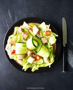 Salad with salmon in a spicy chili sauce   Gotowanie ze stylem