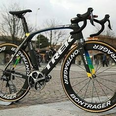 A unique bike for a unique rider. Tomorrow will race this custom Madone in Milan-Sanremo with the squad. Cycling Art, Road Cycling, Cycling Bikes, Cycling Quotes, Cycling Jerseys, Hardtail Mountain Bike, Mountain Bike Shoes, Mountain Biking, Trek Madone