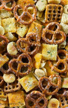 Ranch Chex Mix Snack - - Ranch Chex Mix Snack recipes Ranch Chex Mix made for a crowd. My favorite snack mix is loaded with peanuts, cheese crackers, pretzels, and rice cereal. This easy zesty Ranch Chex Mix is perfect for parties and school lunches. Trail Mix Recipes, Snack Mix Recipes, Appetizer Recipes, Cooking Recipes, Appetizers, Snack Mixes, Kids Snack Mix, Chex Recipes, Potluck Recipes