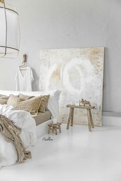 Amazing Art Painting with the linen bedding colours and wooden vintage stools 😍 Client: Sabine Maes Art… Vintage Stool, Vintage Furniture, Art Furniture, Interior And Exterior, Interior Design, Decorating On A Budget, Rustic Design, Diy Home Decor, Bedroom Decor