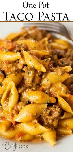 This Taco Pasta Recipe is a 30 minute meal that you can make in ONE Pot! Cheesy pasta shells are tossed with seasoned ground beef in a creamy taco sauce. with ground beef dinner One Pot Taco Pasta recipes for dinner main dishes fall Taco Pasta Recipes, Mexican Food Recipes, Recipes With Pasta Shells, Pizza Recipes, Taco Pasta Bake, Chicken Recipes, Recipe Pasta, Cheesy Recipes, Drink Recipes