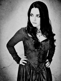 Amy Lee evanescence :D Shes so perfecto! Why cant i look like her? Snow White Queen, Cristina Scabbia, Amy Lee Evanescence, Vampires, Female Singers, Gothic Girls, Gothic Beauty, American Singers, Record Producer