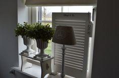 Perfect om inkijk te weren! een vensterbank krukje of een raamscherm!