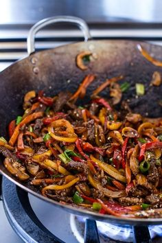 Stir Fried Korean Beef and Toasted Sesame Noodles This is the simplest Korean dish ever. Just be sure to stir fry the steak at a high heat. That way you get the glorious caramelization. - Stir Fried Korean Beef and Toasted Sesame Noodles Wok Recipes, Healthy Dinner Recipes, Asian Recipes, Cooking Recipes, Ethnic Recipes, Stir Fry Recipes, Drink Recipes, Recipies, Stir Fry Dishes