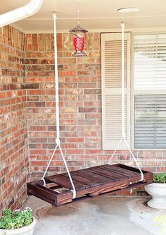 Upcycle Crates and palets / Pallet Swing Old Pallets, Wooden Pallets, Pallet Wood, Pallet Boards, Free Pallets, Wood Crates, Ideas For Wood Pallets, Wooden Pallet Ideas, Diy With Pallets