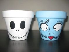 Jack and Sally clay pots - Halloween crafts - Halloween decorations - movie crafts - Halloween party favors - Nightmare Before Christmas Painted Clay Pots, Painted Flower Pots, Hand Painted, Painting Terracotta Pots, Painted Pebbles, Flower Pot People, Clay Pot People, Clay Pot Projects, Clay Pot Crafts