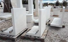 Élément en béton préfabriqué pour mur de soutènement, monobloc et lisse; aménagement de clôture.