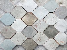 I like the shape and color variation in this tile layout Diy Interior, Interior Design Living Room, Interior And Exterior, Wood Tile Floors, Flooring, Hall Tiles, Floor To Ceiling Cabinets, Tub Shower Combo, Bath Shower