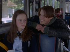 """293 Thoughts I Had While Watching Gilmore Girls for the First Time """"I've officially started singing the theme song at this point. Jared Padalecki Gilmore Girls, Gilmore Girls Dean, Gilmore Girls Seasons, Watch Gilmore Girls, Gilmore Girls Music, Rory Gilmore Style, Gilmore Gilrs, Team Logan, Movies And Series"""