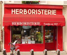 L'Herboristerie du Montparnasse fondée en 1927, au 38 rue du Montparnasse à Paris.