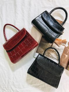 Find tips and tricks, amazing ideas for Burberry handbags. Discover and try out new things about Burberry handbags site Popular Handbags, Cute Handbags, Beautiful Handbags, Cheap Handbags, Handbags Michael Kors, Purses And Handbags, Handbags Online, Trendy Handbags, Popular Bags