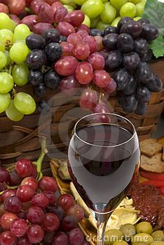 Three different kinds of seedless grapes and wine