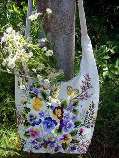 Женские сумки ручной работы. Вышитая летняя сумка
