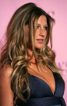 More Pics of Gisele Bundchen Long Curls Gisele Bundchen - gorgeous dark blonde with balayage highlig Gisele Bundchen, Dark Blonde, Dark Hair, Blonde Hair, Brown Hair, Balayage Highlights, Balayage Hair, Bayalage, Curled Hairstyles