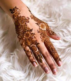 Simple Mehndi Designs Fingers, Palm Henna Designs, Pretty Henna Designs, Modern Henna Designs, Latest Henna Designs, Finger Henna Designs, Back Hand Mehndi Designs, Mehndi Designs For Girls, Bridal Henna Designs