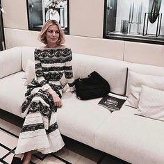 Bellissima @robertaruiu in total look #laurabiagiotti ⚪️⚫️⚪️⚫️⚪️⚫️ #blackandwhite #Repost @robertaruiu ・・・ Black and white. With Love. –  #photooftheday #ootd #tb #love #fashion #latergram #night #i #a  #salonedelmobile #milano
