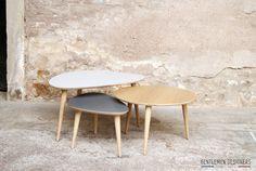 Pour ceux qui me suivent sur facebook, j'ai posté, il y a quelques semaines, une photo avec 2 tables gigognes tripodes...made in l' Amoureux !!! En effet, ce genre de table est tendance.... on en trouve un peu partout mais elles ne sont excessivement...