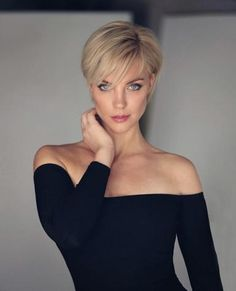 50+ Lovely Short Pixie Cuts and Pixie Cut Hairstyles You'll Want to Try in 2021 Best Pixie Cuts, Blonde Pixie Cuts, Cute Pixie Cuts, Short Hair Cuts For Women, Short Hair Styles, Very Short Pixie Cuts, Edgy Short Hair, Short Layered Haircuts, Haircut For Thick Hair