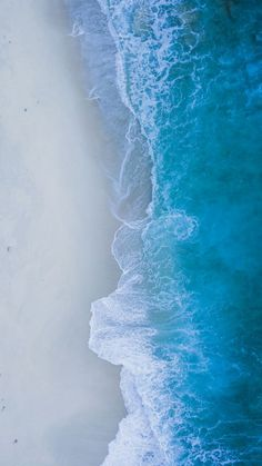 This pin was discovered by iyan sofyan. Handy Wallpaper, Ocean Wallpaper, Nature Wallpaper, Wallpaper Backgrounds, Iphone Wallpaper, Sea And Ocean, Ocean Beach, Ocean Waves, Ocean Photography