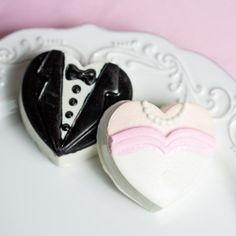 Celebrate the happy couple with these heart shaped bride and groom chocolate covered oreo cookies. Each oreo cookie is coated in a chocolate design to resemble a bride and groom. Summer Wedding Favors, Cookie Wedding Favors, Elegant Wedding Favors, Edible Wedding Favors, Wedding Shower Favors, Cookie Favors, Wedding Tips, Fall Wedding, Unique Bridal Shower Gifts