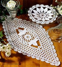 CROCHE COM RECEITA: Centro de mesa em crochê com flores e folhas