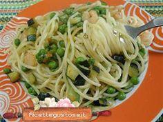 Spaghetti gamberetti piselli e zucchine