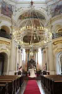 チェコの大きな教会でロマンチックな挙式♡ヨーロッパでの結婚式おしゃれまとめ♡ウェディング・ブライダルの参考に♪