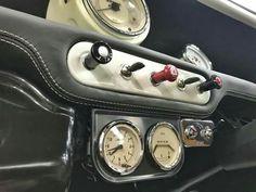 Classic Mini Custom Dash and Gauges Mini Cooper Custom, Mini Cooper Classic, Mini Cooper S, Classic Mini, Classic Cars, Mini Morris, Motor Works, Mini Things, Fiat 500
