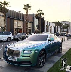 Instagram media by a001aa199 - И снова Дубай #rollsroycedubai #rollsroyce #rr #gold #dubai #uae #dubaimall #dubailife #life #road #dawn #wraith #ghost #emirates #emiratesairline #beautiful #beauty #cars #supercars #burj #automobile #burjkhalifa #burjalarab #a001aa199 #doncasanova #uaefashion #uae #rollsroycephantom #drophead #phantom