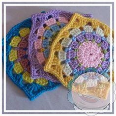 ஐ Spring is coming! ஐﻬ   Creative Crochet Toys: Rainbow Wheel Bag. ~❀CQ #crochet #grannysquare #motifs   http://www.pinterest.com/CoronaQueen/crochet-granny-squares-and-motifs-corona/