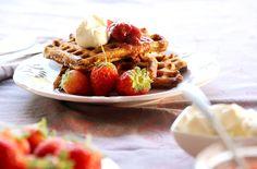 waffle integral de iogurte receita cream cheese calda de morango panqueca