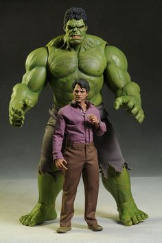 Bruce Banner The Avengers sixth scale action figure by Hot Toys