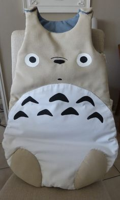 Baby sleep-sack totoro : so cute ! Sewing Projects For Kids, Sewing For Kids, Diy For Kids, Baby Couture, Couture Sewing, Totoro Nursery, Diy Bebe, Baby Box, Sleep Sacks