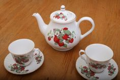 Vintage-Strawberry-Tea-Set-Porcelain-Teapot-Two-Cups-and-Saucers-Made-In-England