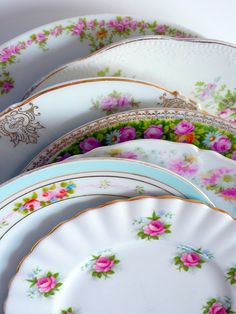 Vintage China - I miss my vintage plates at my apartment :( Antique China, Vintage China, Vintage Love, Vintage Tea, Vintage Floral, Vintage Cars, Vintage Crockery, Vintage Plates, Crockery Set
