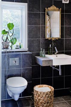 Et frodig bad skaper økt velvære og luksusfølelse. Her er tipsene til hvordan du styler badet ditt med planter. Slik finner du plass til planter på badet. Planters, Vanity, Bathroom, Interiors, Dressing Tables, Washroom, Powder Room, Vanity Set, Full Bath