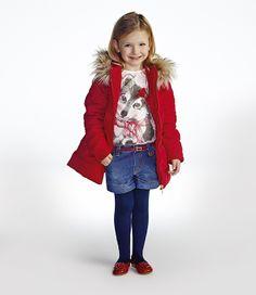 CASACO DOUDONE COM CAPUZ MOMI O vermelho vem com tudo para aquecer o inverno fofo da Momi! O capuz removível ganha uma pitada extra de glamour com o contorno de pelinhos. Tudo pra sua pequena desfilar super fashion nas baixas temperaturas.