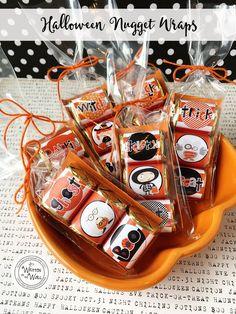 Halloween Tags, Halloween Treat Holders, Bonbon Halloween, Fun Halloween Treats, Halloween Paper Crafts, Halloween Favors, Candy Crafts, Halloween Ideas, Halloween Costumes