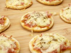 1 million+ Stunning Free Images to Use Anywhere Mini Pizzas, Como Fazer Mini Pizza, Receita Mini Pizza, Easy Delicious Recipes, Yummy Food, A Food, Food And Drink, Food Goals, Flan