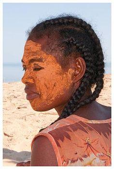 Femme vezo - Sarodrano - Madagascar © michelBORDIEU