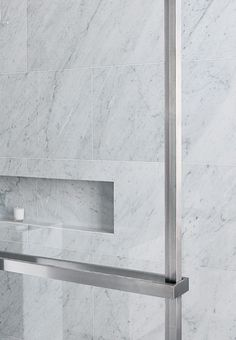 Close up of the niche and metal frame, Trocadero bathroom by Damien Langlois-Meurinne _