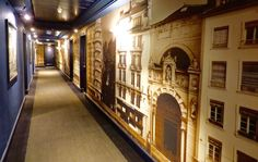 Le célèbre architecte d'intérieur Pierre Yves Rochon vient de rénover l'intégralité des couloirs de l'Hôtel le Royal Lyon en imaginant une promenade sur les quais de Saône. #décoration #luxury #design #architecture