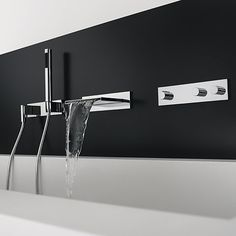 Un robinet baignoire et douche au design minimaliste