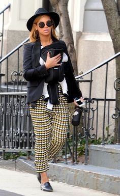 Beyonce Knowles Photos - Beyonce totes her daughter Blue Ivy Carter (b. January…