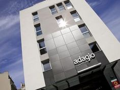 Ideally located in the prime touristic area of District Adagio Marseille Vieux Port Aparthotel promises a relaxing and wonderful visit. Both business travelers and tourists can enjoy the hotel's facilities and services. Take advantage of the hote 4 Star Hotels, Willis Tower, Front Desk, Car Parking, Hotel Offers, Skyscraper, Family Room, Storage, Business