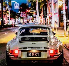 Porsche 911 Reimagined by Singer Porsche Classic, Bmw Classic Cars, Classic Auto, Porsche Panamera, Porsche 918 Spyder, Porsche Sports Car, Porsche Cars, Porsche Carrera, Retro Cars